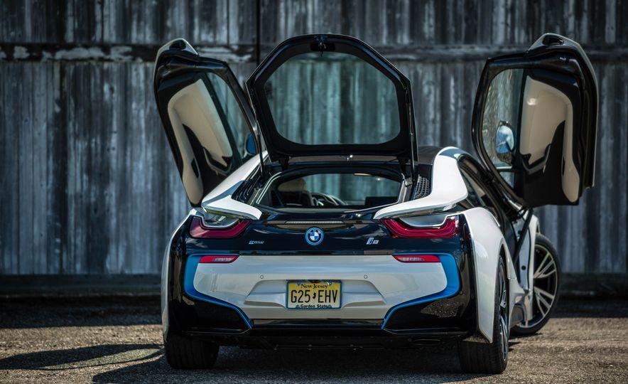 2016 BMW i8 - Slide 23
