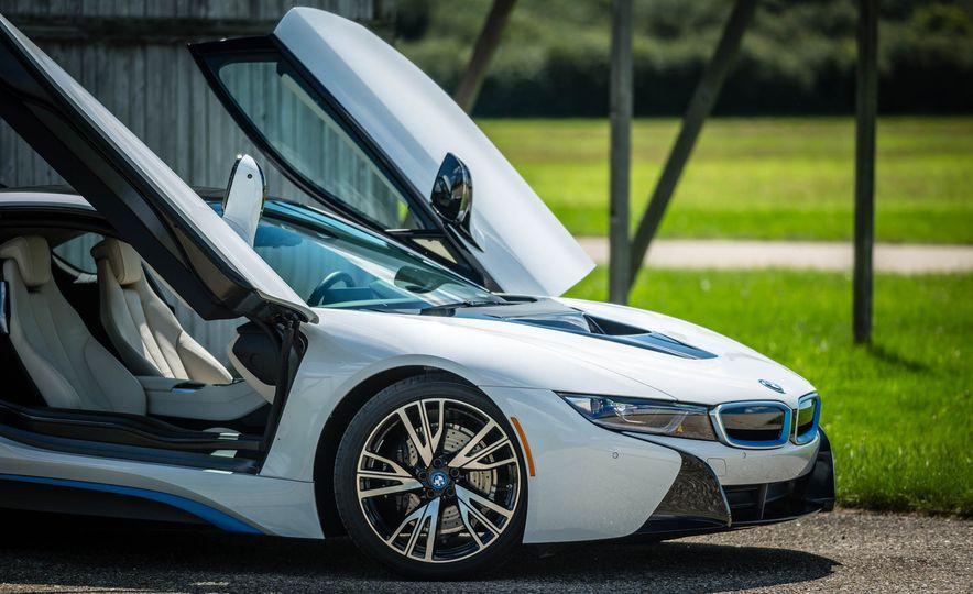2016 BMW i8 - Slide 24
