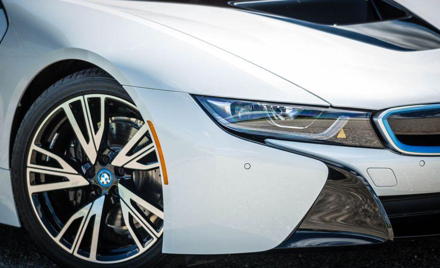 2016 BMW i8 - Slide 25