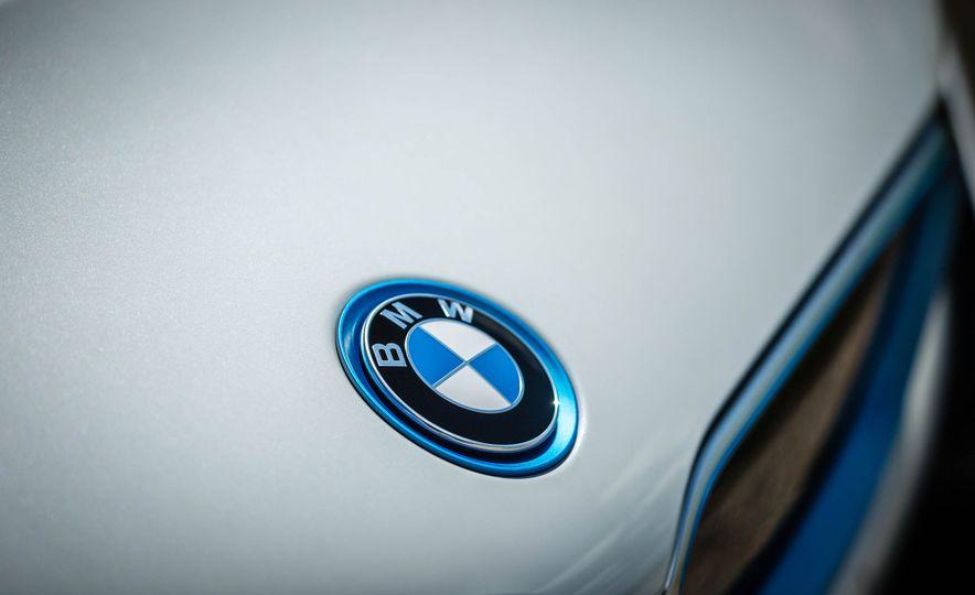 2016 BMW i8 - Slide 27