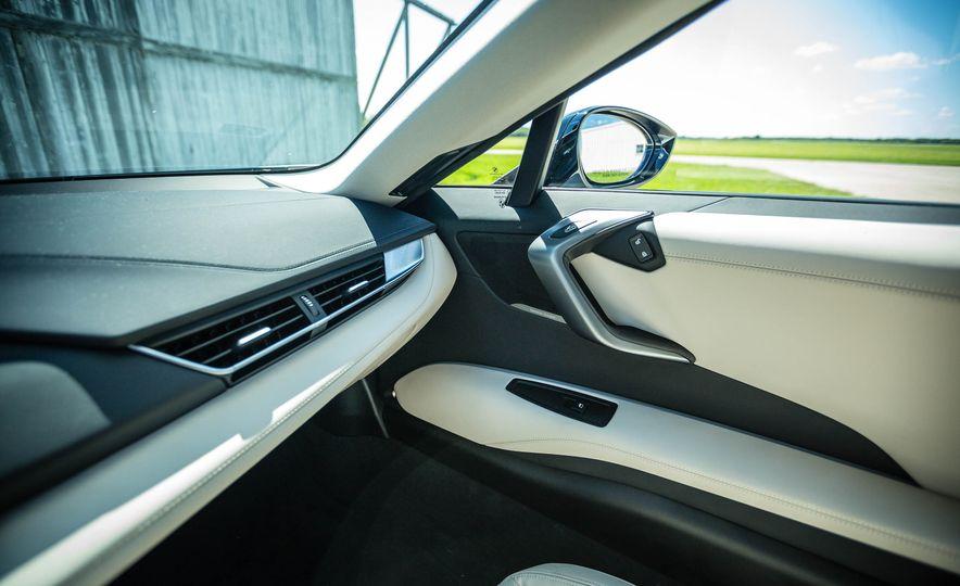 2016 BMW i8 - Slide 34