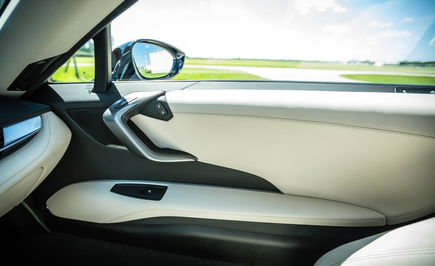 2016 BMW i8 - Slide 35