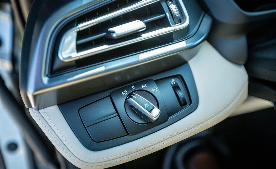 2016 BMW i8 - Slide 36