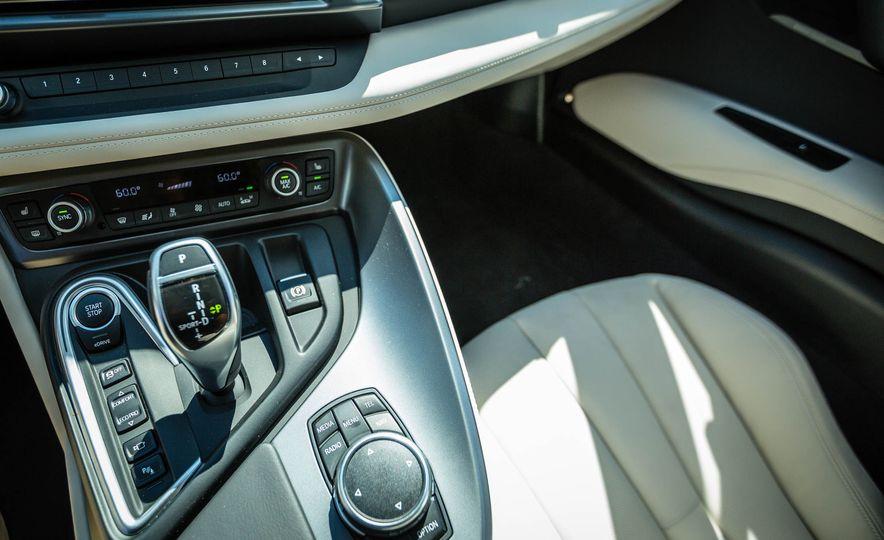 2016 BMW i8 - Slide 37