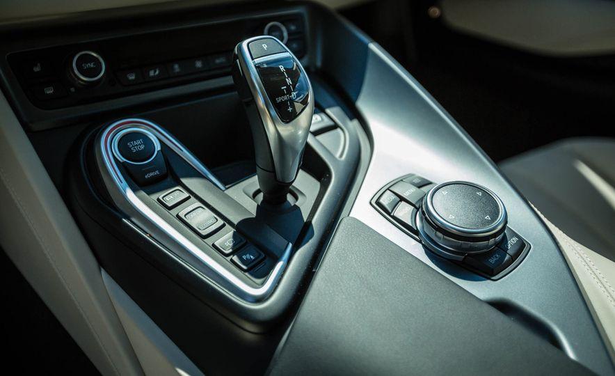 2016 BMW i8 - Slide 38