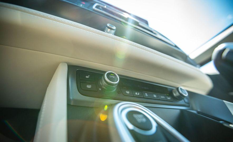 2016 BMW i8 - Slide 40