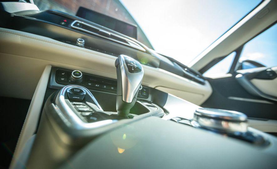 2016 BMW i8 - Slide 42