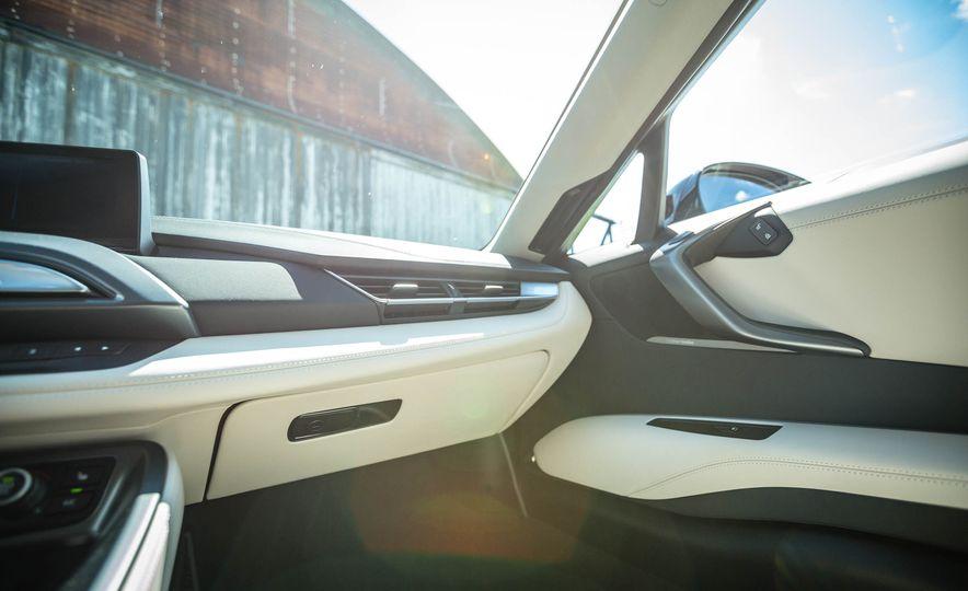 2016 BMW i8 - Slide 45
