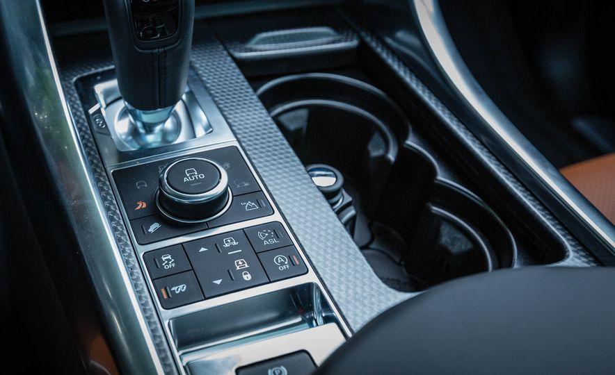 2016 Land Rover Range Rover Sport SVR - Slide 33
