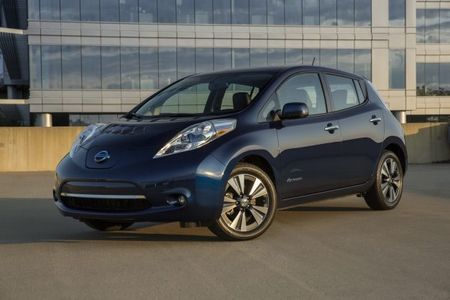 Nissan Upgrades the Battery—and the Price—on Base-Model Leaf EV