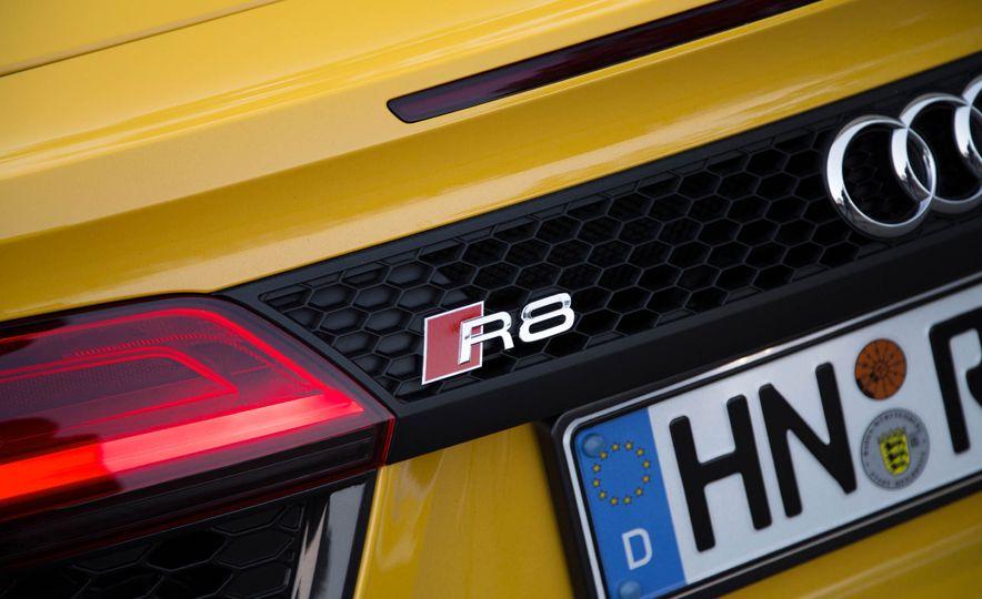2017 Audi R8 Spyder (Euro-spec) - Slide 29