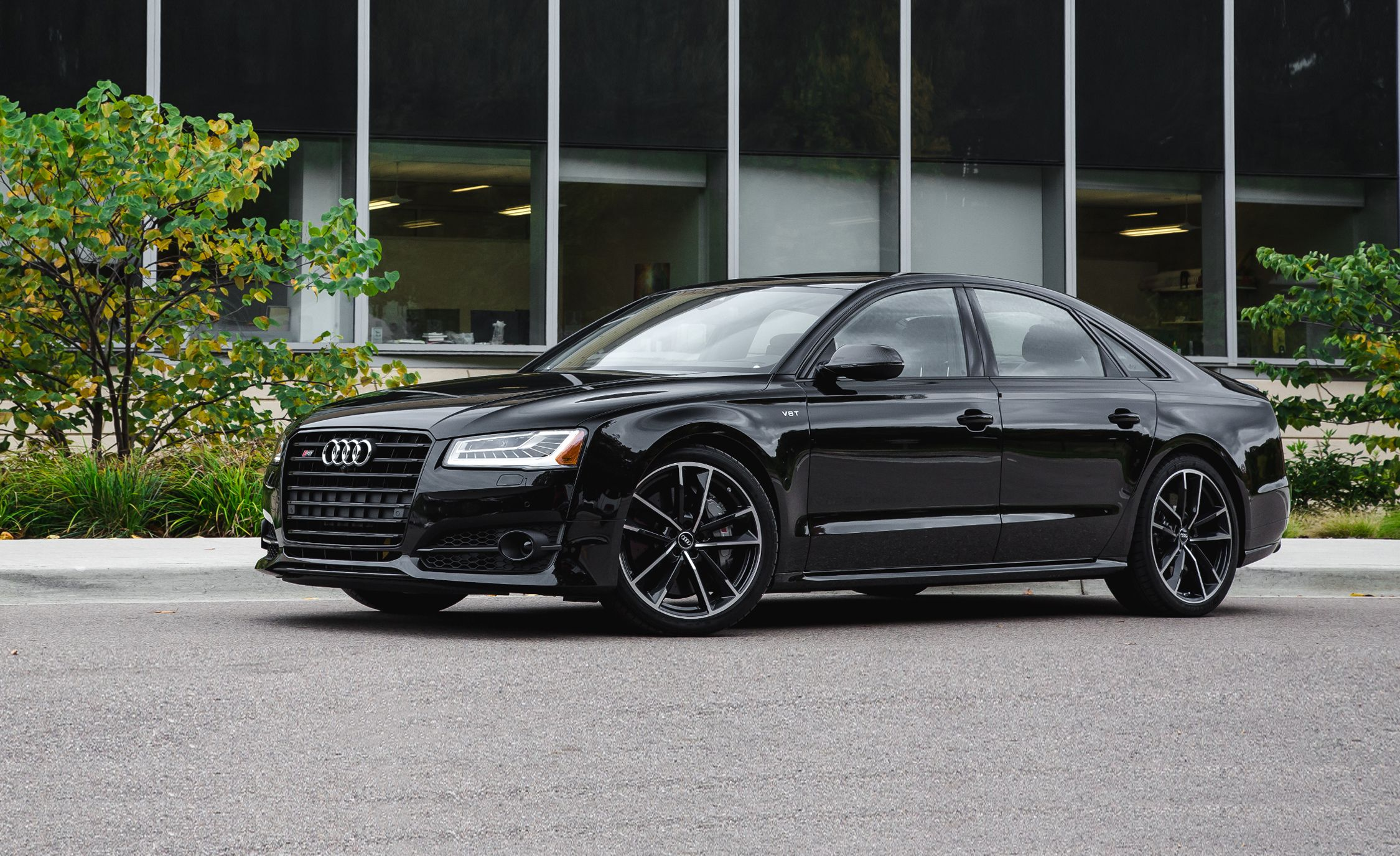 2017 Audi S8 Pictures | Photo Gallery | Car and Driver