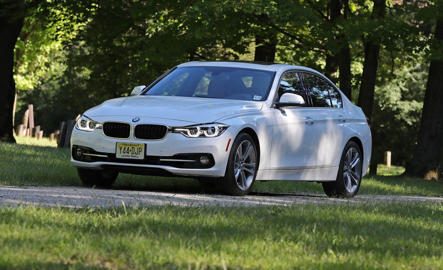2017 BMW 330i - Slide 4