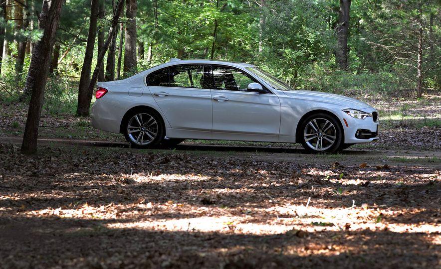 2017 BMW 330i - Slide 9