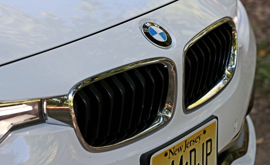 2017 BMW 330i - Slide 10