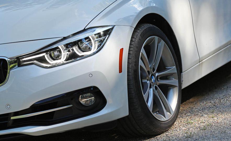 2017 BMW 330i - Slide 12