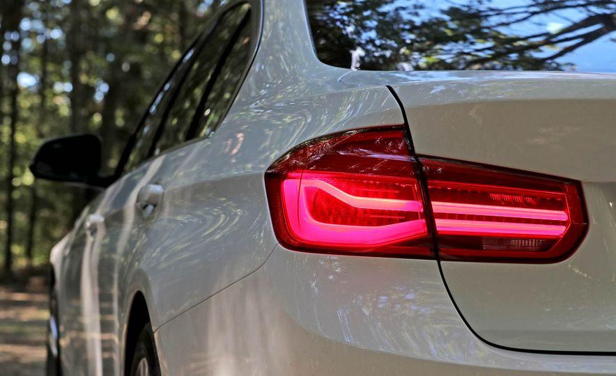 2017 BMW 330i - Slide 14