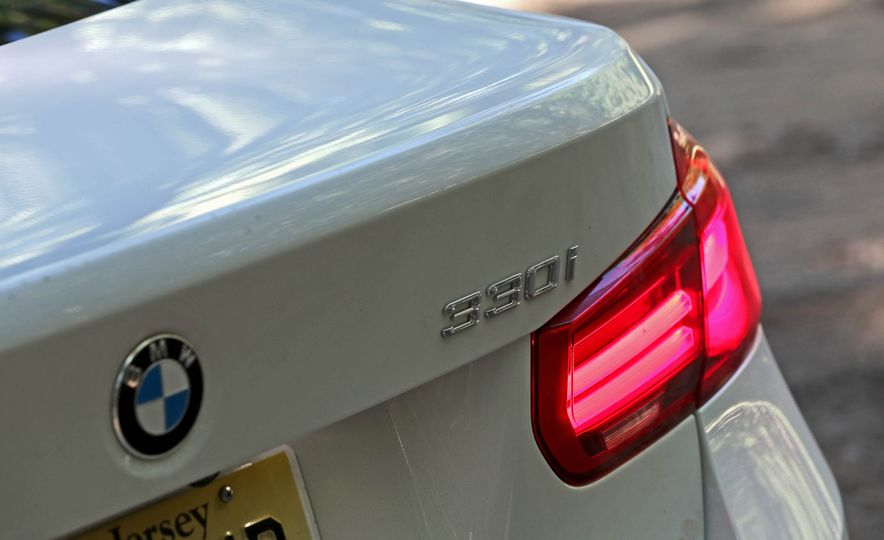 2017 BMW 330i - Slide 15