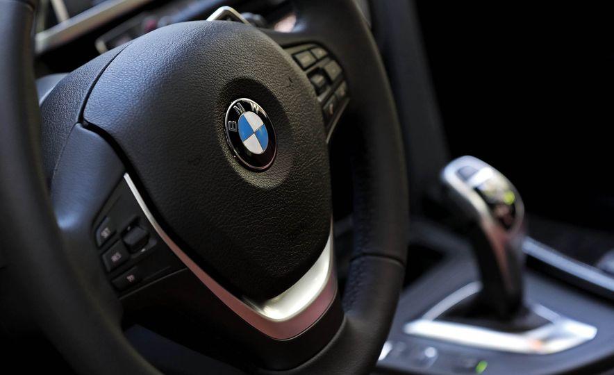 2017 BMW 330i - Slide 21