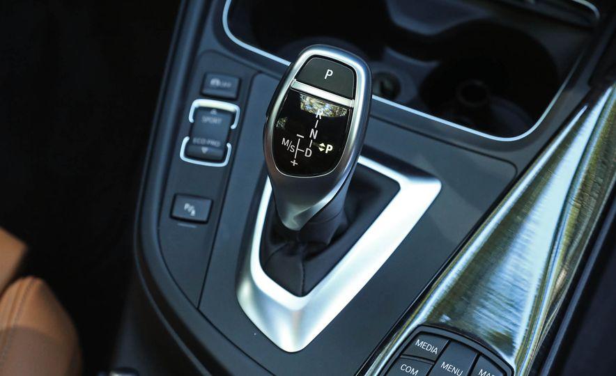2017 BMW 330i - Slide 33