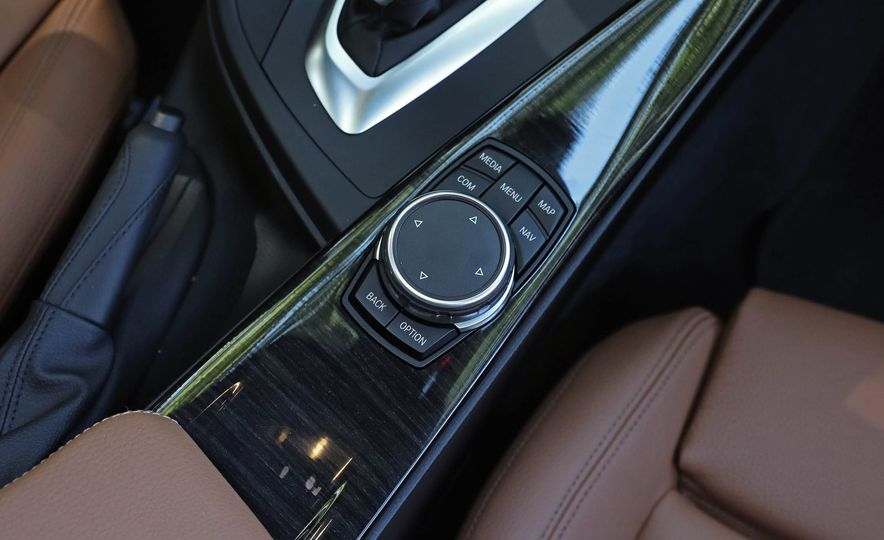 2017 BMW 330i - Slide 34