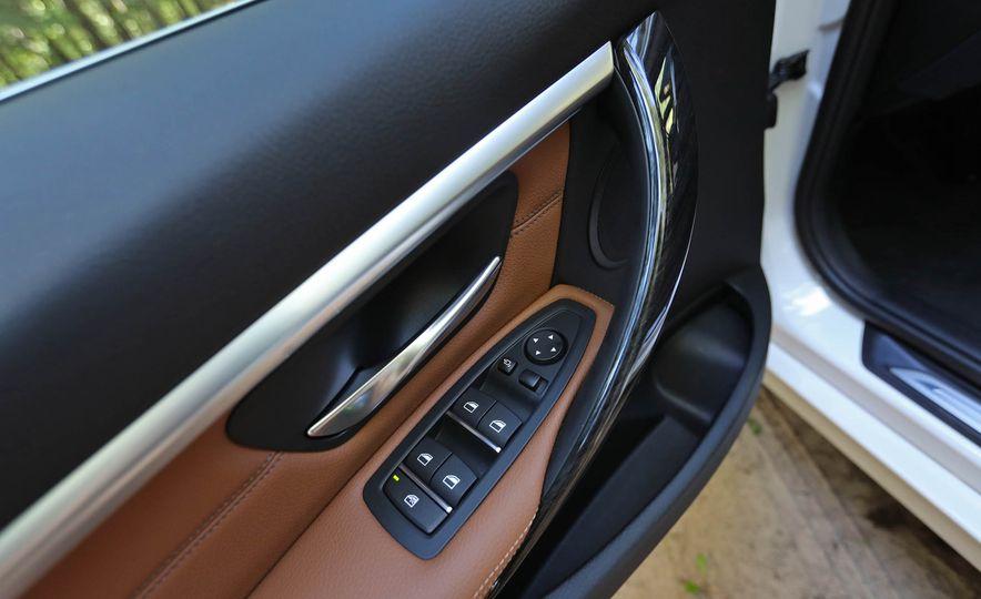 2017 BMW 330i - Slide 38