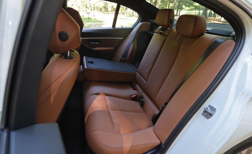 2017 BMW 330i - Slide 40