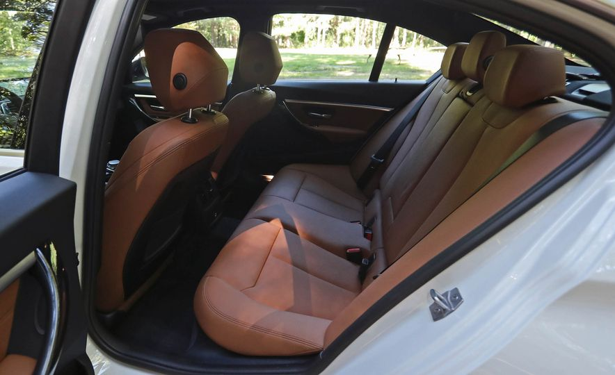 2017 BMW 330i - Slide 41