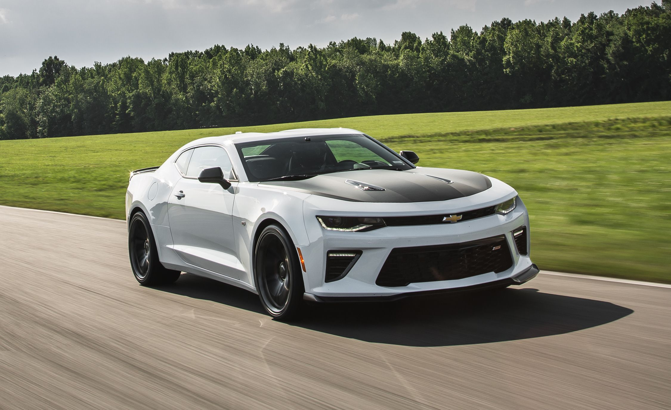 2017 chevrolet camaro ss coupe pictures photo gallery car and driver