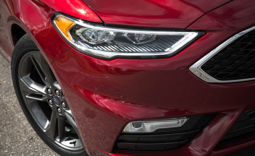 2017 Ford Fusion Sport - Slide 16