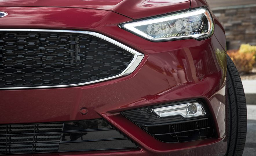 2017 Ford Fusion Sport - Slide 19