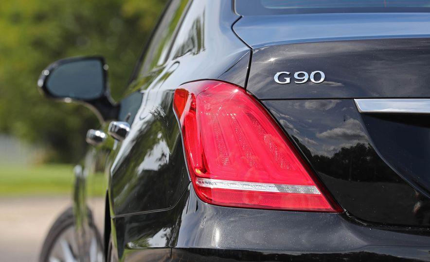 2017 Genesis G90 V8 - Slide 15