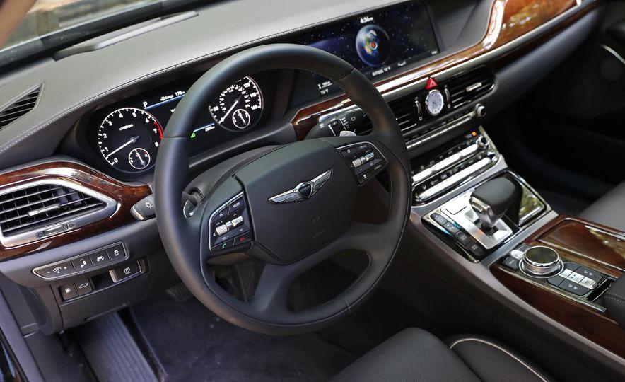 2017 Genesis G90 V8 - Slide 18