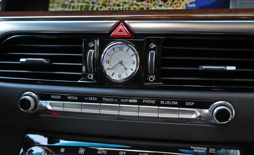 2017 Genesis G90 V8 - Slide 26