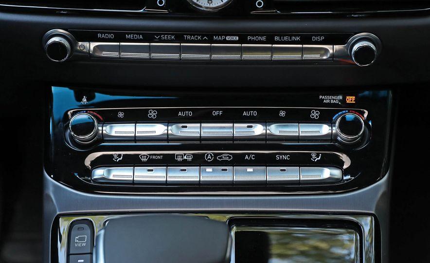 2017 Genesis G90 V8 - Slide 30