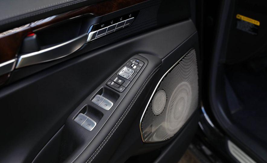 2017 Genesis G90 V8 - Slide 38
