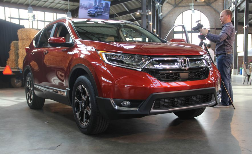 2017 Honda CR-V Touring AWD - Slide 1