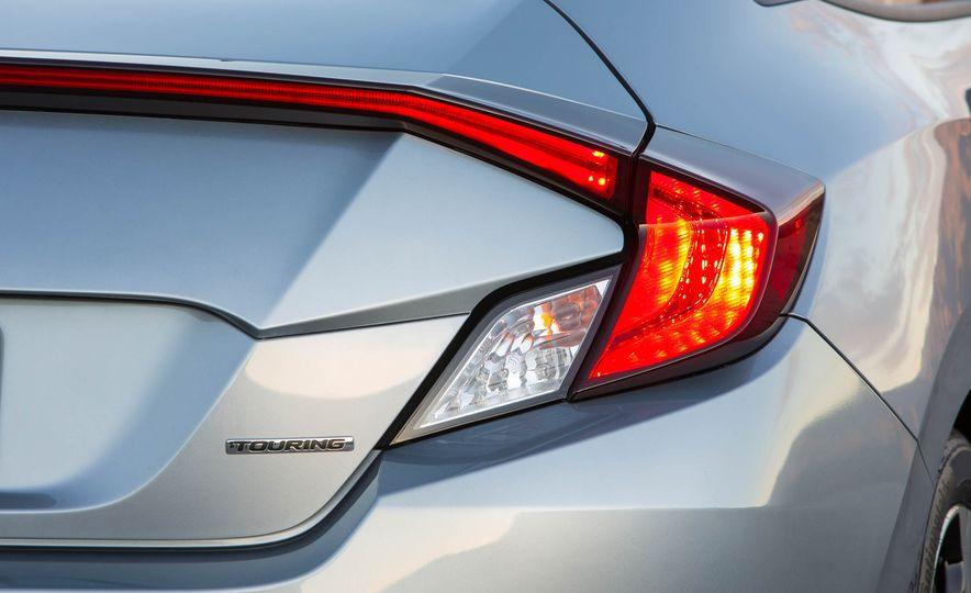 2017 Honda Civic coupe - Slide 7