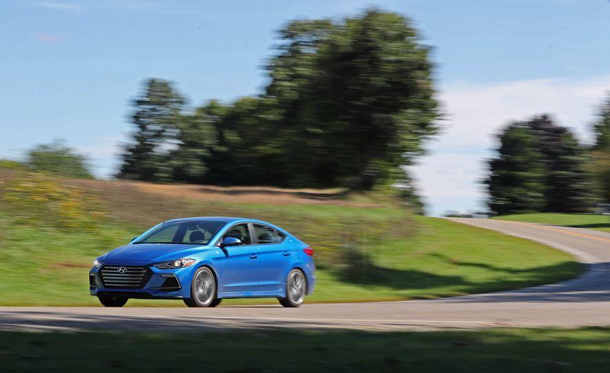 2017 Hyundai Elantra Sport - Slide 6