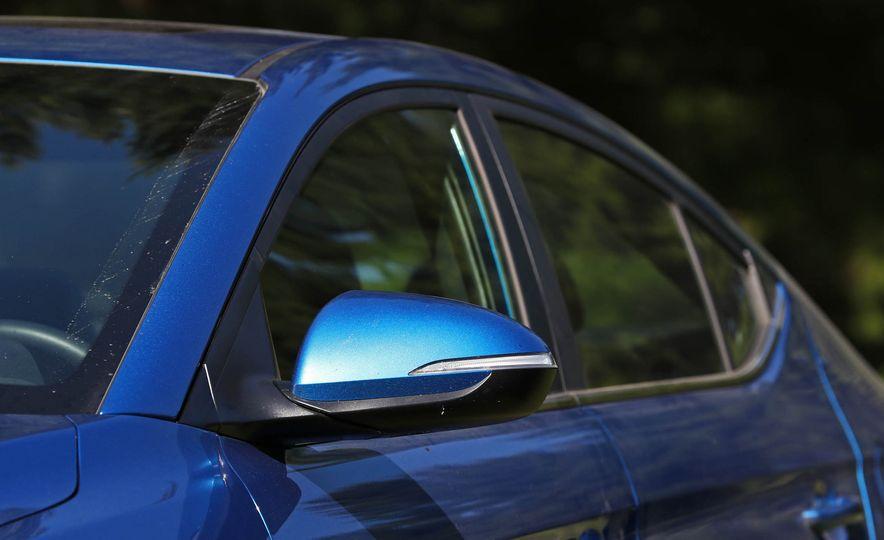 2017 Hyundai Elantra Sport - Slide 17