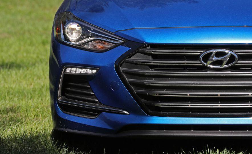 2017 Hyundai Elantra Sport - Slide 21