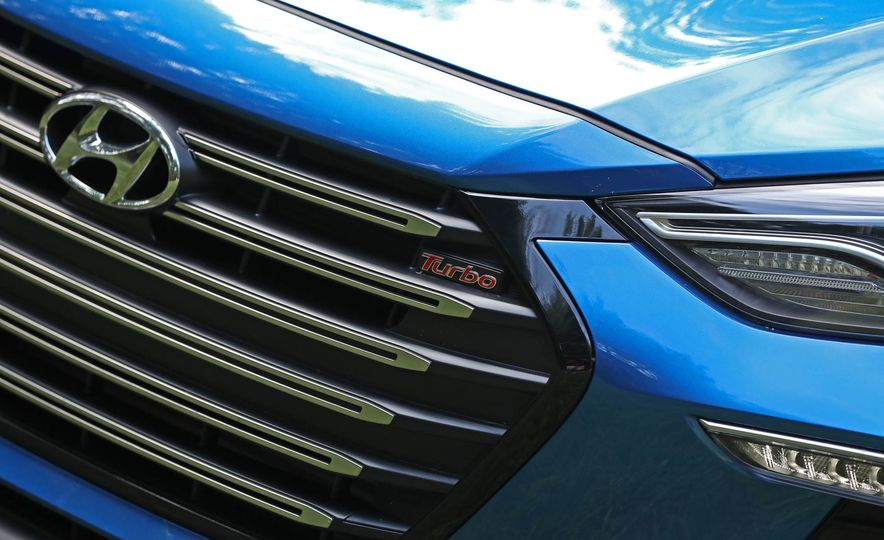 2017 Hyundai Elantra Sport - Slide 22