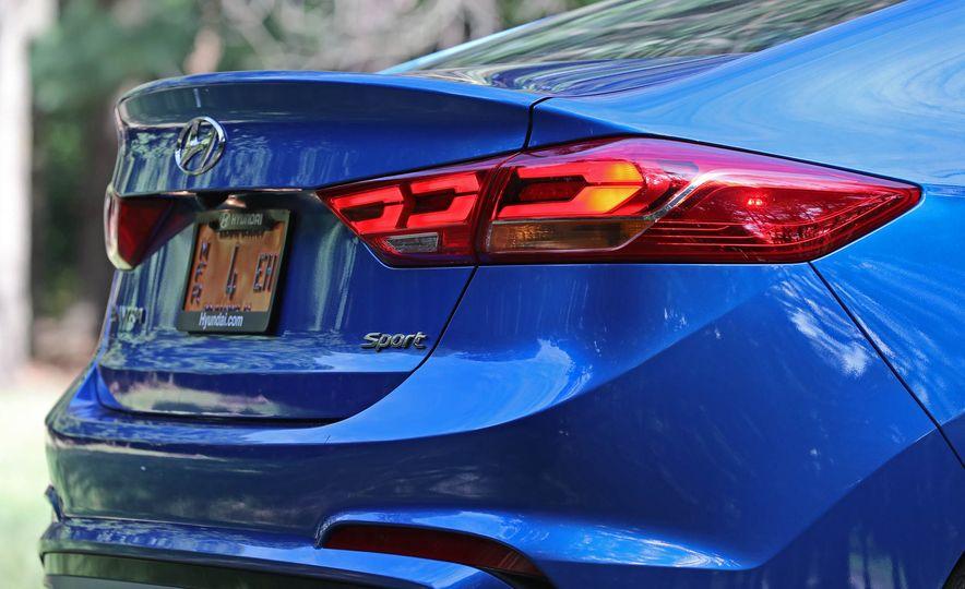 2017 Hyundai Elantra Sport - Slide 24