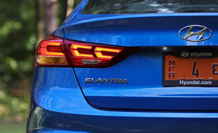 2017 Hyundai Elantra Sport - Slide 25
