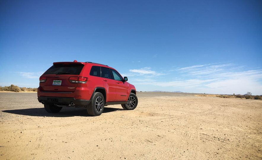 2017 Jeep Grand Cherokee Trailhawk - Slide 7