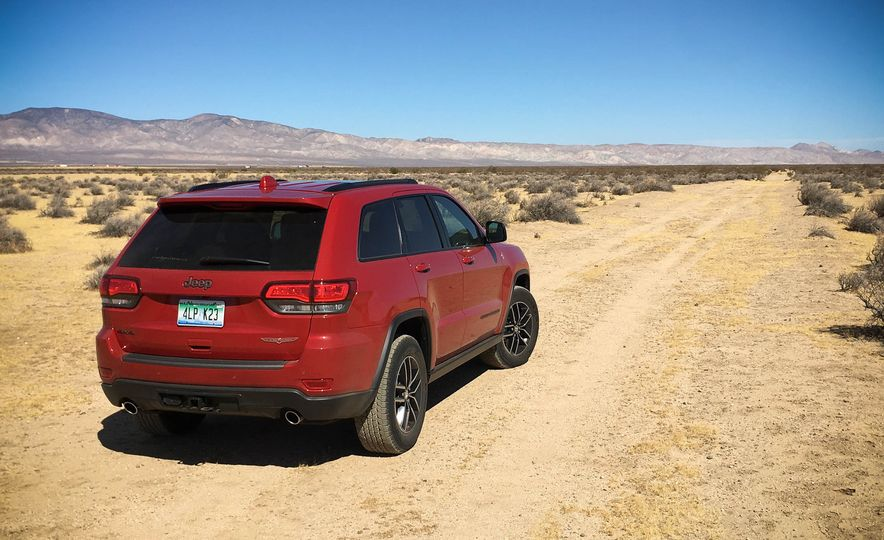2017 Jeep Grand Cherokee Trailhawk - Slide 8