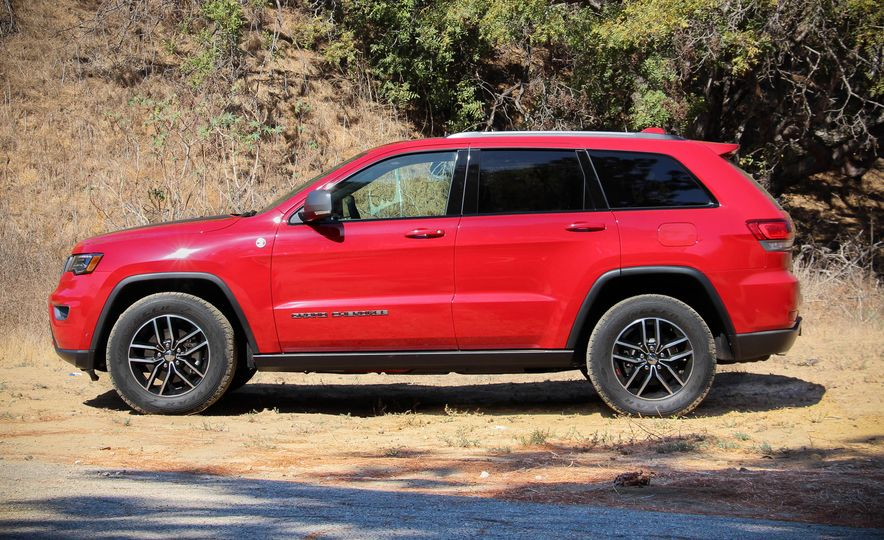2017 Jeep Grand Cherokee Trailhawk - Slide 12