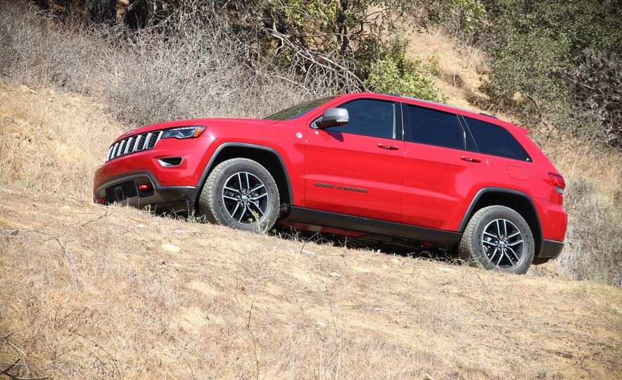 2017 Jeep Grand Cherokee Trailhawk - Slide 17