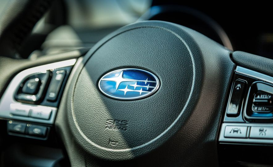 2017 Subaru Outback 3.6R - Slide 17