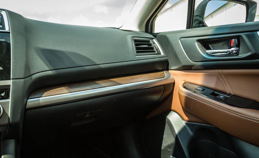 2017 Subaru Outback 3.6R - Slide 24